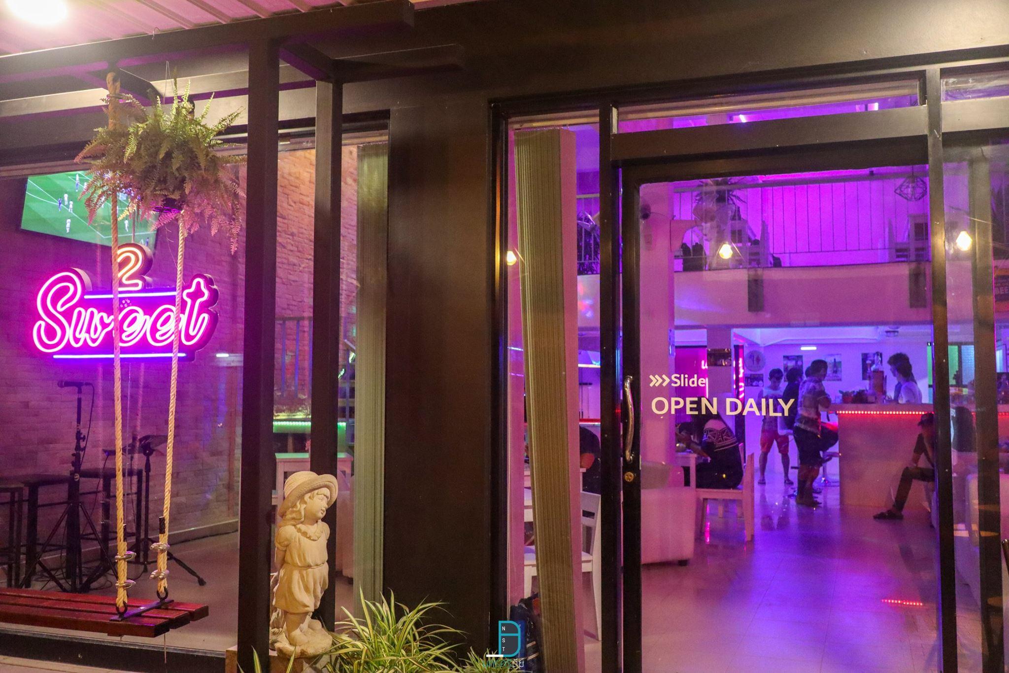 2 sweet Cafe ร้านนั่งชิวเปิดใหม่สวยๆ ห้องแอร์สบาย พร้อมจุดถ่ายรูปเด็ดๆเยอะมากก at สะพานยาว นครศรีดีย์