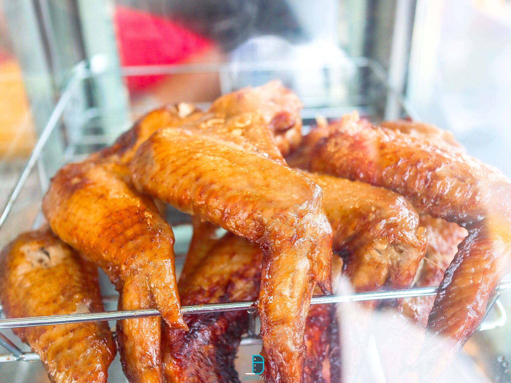 ปีกไก่ย่างสิงคโปร์ นครศรีธรรมราช สุดยอดไก่ย่างชิ้นใหญ่ๆรสเด็ด 25 บาทเท่านั้น นครศรีดีย์