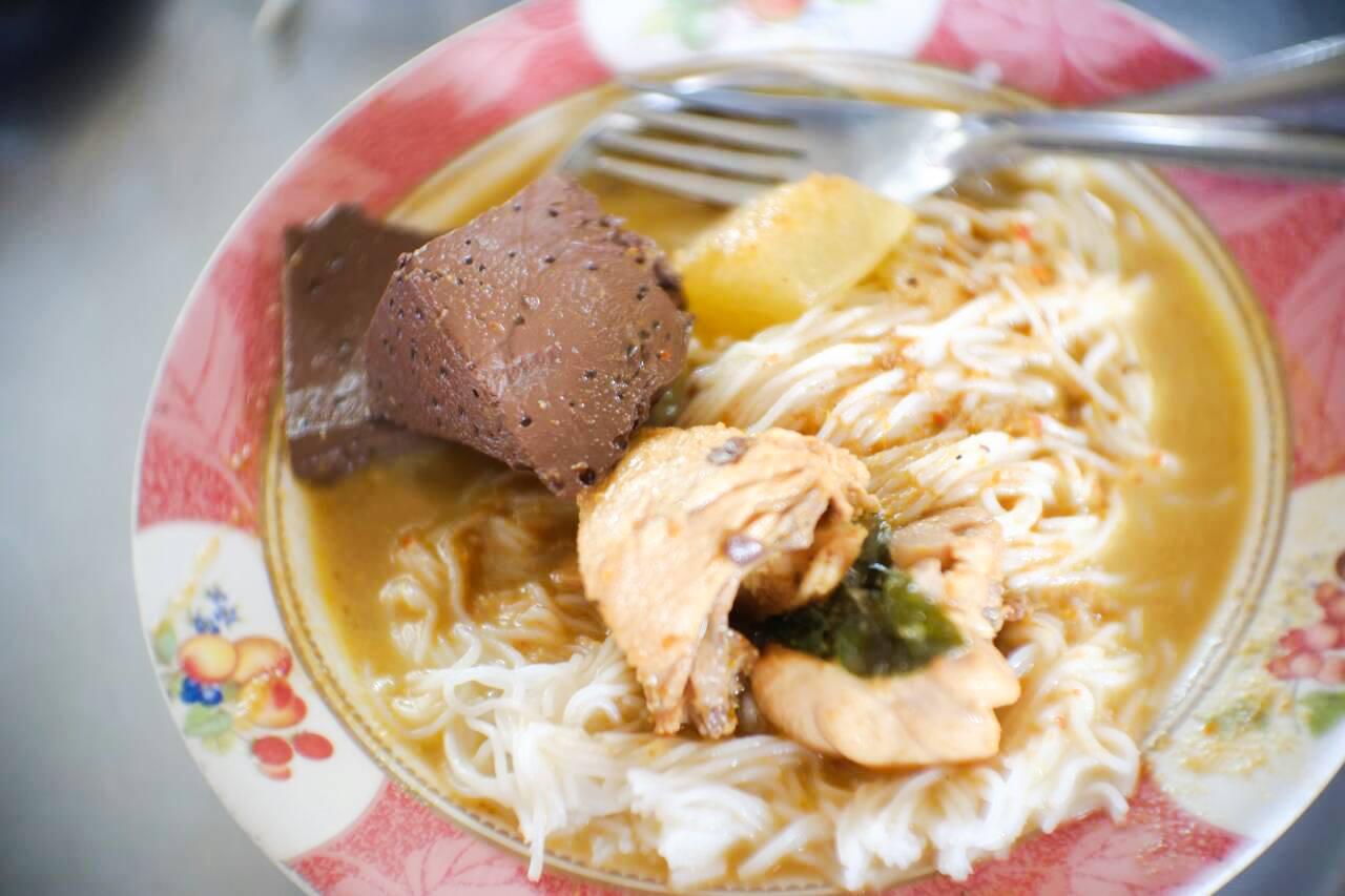 4. จัดไปกับมาเมืองคอน ต้องกินขนมจีน ขอแนะนำ ร้านขนมจีนป้าเหนียง ที่สุดแห่งขนมจีนแล้วครับ แอดมาทีนึงกินขนมจีนแกงเขียวหวานจัดหนัก 2-3 จานกันเลยทีเดียวครับ ส่วนร้านขนมจีนอื่นๆก็อร่อยนะครับ รีวิวตัวเต็ม https://nakhonsidee.com/show/read/1/68 อำเภอเมือง,ของกิน,ร้านอร่อย,ที่พัก,นครศรี,โรงแรม,รีสอร์ท,ร้านอาหาร