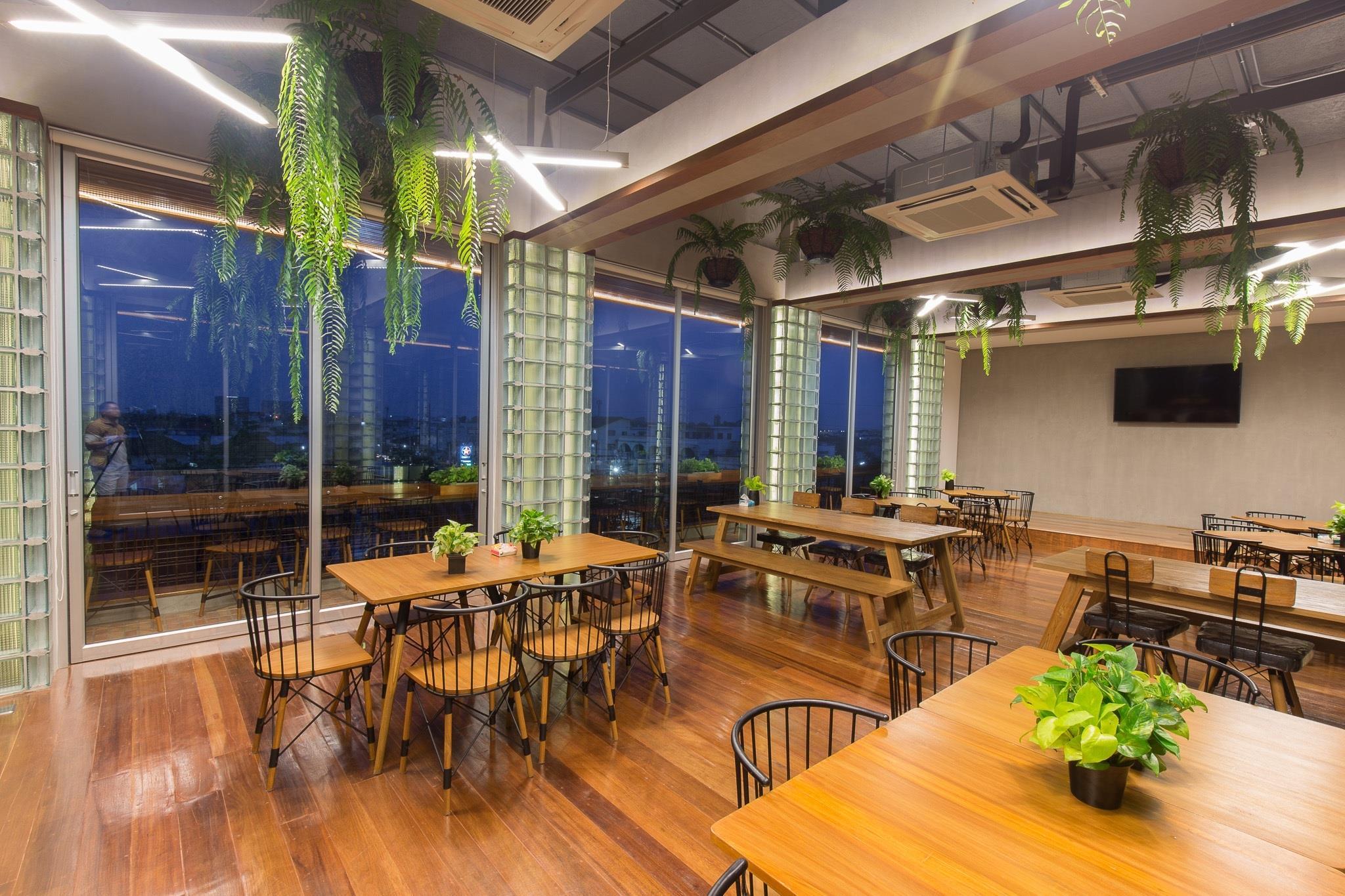 บรรยากาศสวยๆภายในห้องแอร์จาก Rooftopแลคอน,rooftop,นครศรีธรรมราช,โรงแรม,ร้านอาหาร,เด็ด,สวย,วิวหลักล้าน