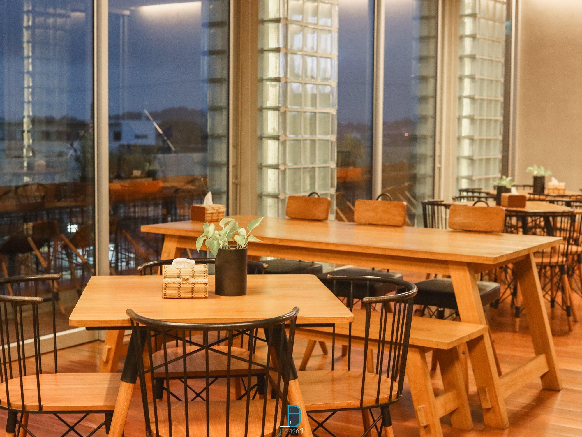 ร้านอาหารสุดหรูบนดาดฟ้าโรงแรม นครศรีธรรมราช แลคอน รูฟท็อป พร้อมเมนูอาหารมากมาย ราคาไม่แพง นครศรีดีย์