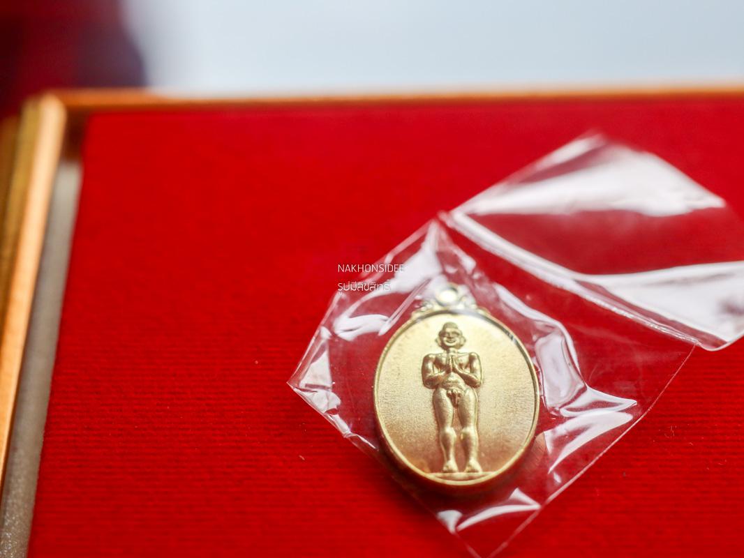 เหรียญไอ้ไข่วัดเจดีย์ รุ่นเจริญก้าวหน้า มหาเศรษฐี งานละเอียดสวยงามมาก