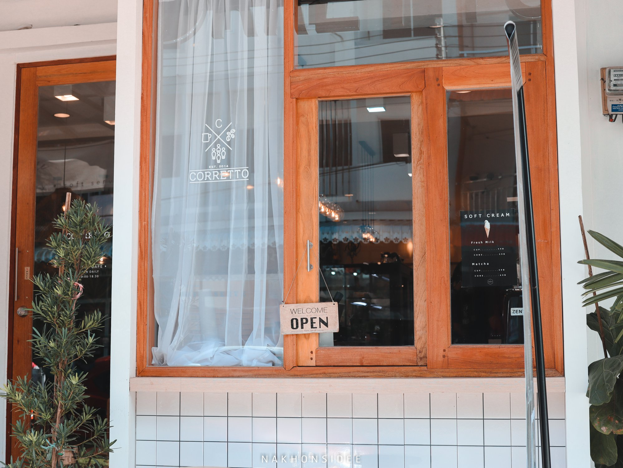 หน้าร้านสไตล์มินิมอลสวยๆคอเร็ทโต้,Corretto,ร้านกาแฟ,คาเฟ่,ใจกลางเมือง,อร่อย,ช็อกโกแลต,มัจฉะ,ชาเขียว