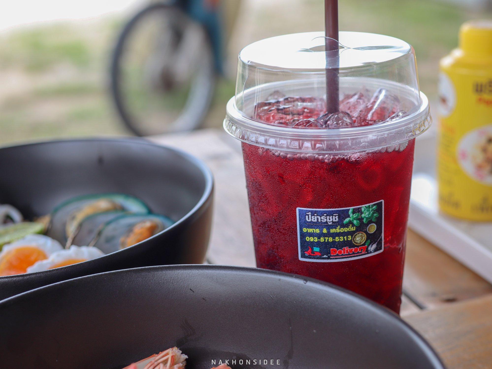 เครื่องดื่ม-แล้วแต่วันครับ แต่น้ำอัดลมมีครบนะ ร้านก๋วยเตี๋ยว,อร่อย,ท่าศาลา,ของกิน,ทะเล,ซีฟู๊ด,จัดเต็ม,ร้านลับๆ,นครศรี