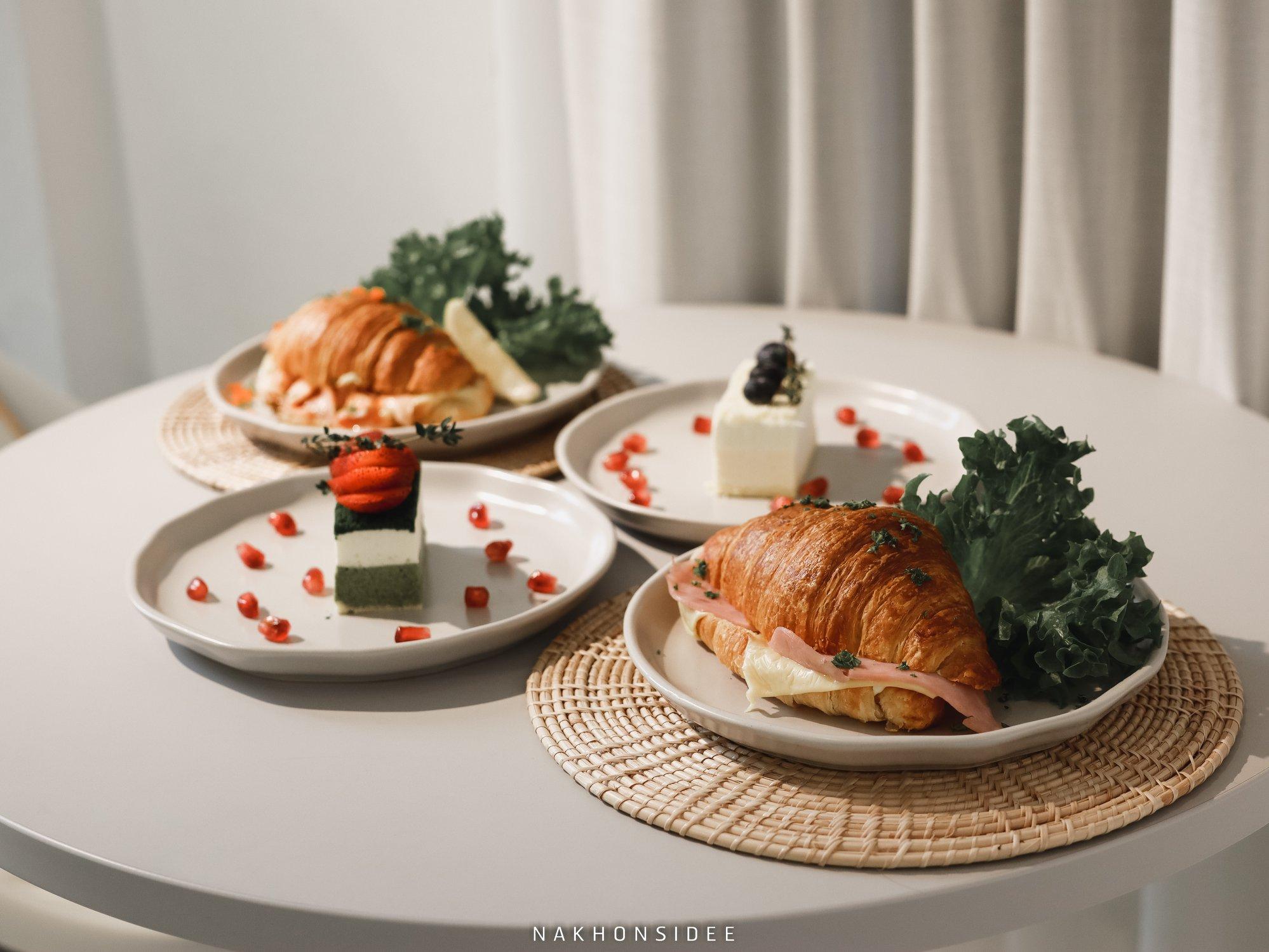 ครัวซองและเบเกอรี่-อร่อยเด็ดๆ-เอามาถ่ายรูปสวยกินเกลี้ยงง ขนอม,คาเฟ่,สไตล์มินิมอล,สะดวก,สบาย,cafe,โทนสีขาว