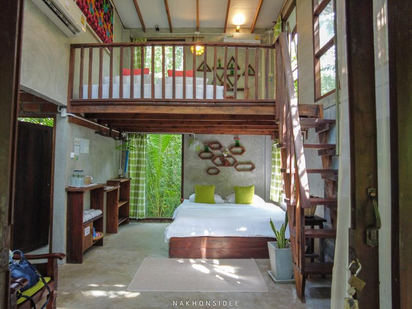 ห้องพักสวยๆ 2 ชั้นกันเลยทีเดียวว ที่พัก,นครศรีธรรมราช,เชียรใหญ่,ส่วนตัว,ฟาร์มสเตย์,โฮมสเตย์,น้ำสีฟ้า,พายเรือ,กลางหุบเขา