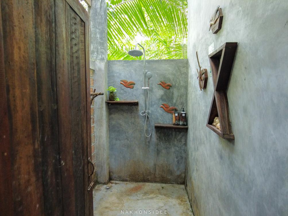 ห้องน้ำแบบ Open สีเขียวกลางป่าา ที่พัก,นครศรีธรรมราช,เชียรใหญ่,ส่วนตัว,ฟาร์มสเตย์,โฮมสเตย์,น้ำสีฟ้า,พายเรือ,กลางหุบเขา