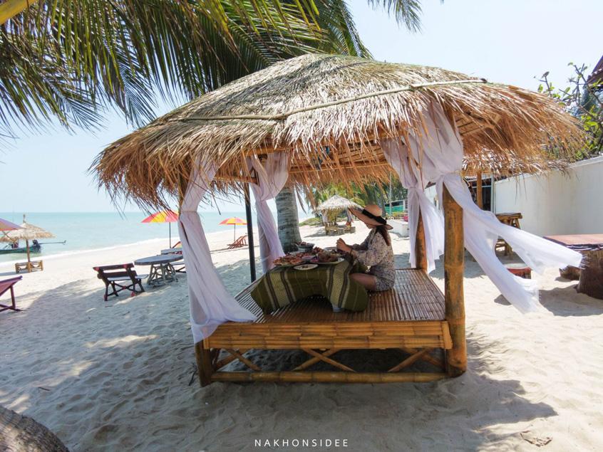 พื้นที่ริมหาด-ร้านอาหารซีฟู๊ดนั่งชิวๆ-ลมดีมั้กก  ที่พัก,สิชล,ใจดีรีสอร์ท,สุดสวย,วิวทะเล,สไตล์เรือนไทย