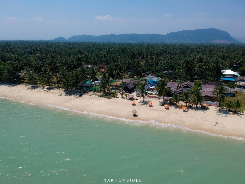 น้ำทะเลสีฟ้าๆครามๆ-ยามบ่ายย  ที่พัก,สิชล,ใจดีรีสอร์ท,สุดสวย,วิวทะเล,สไตล์เรือนไทย