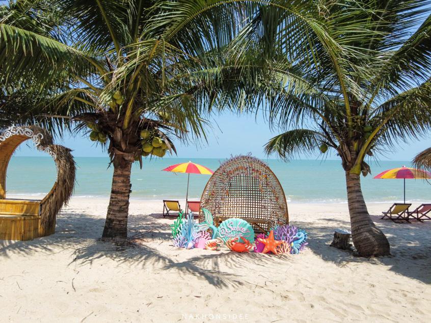 ริมหาด-เหมือนจะเป็นหาดส่วนตัวแล้วว-ทรายนุ่มๆคลีนๆ-จุดถ่ายรูปเยอะมั้กก  ที่พัก,สิชล,ใจดีรีสอร์ท,สุดสวย,วิวทะเล,สไตล์เรือนไทย