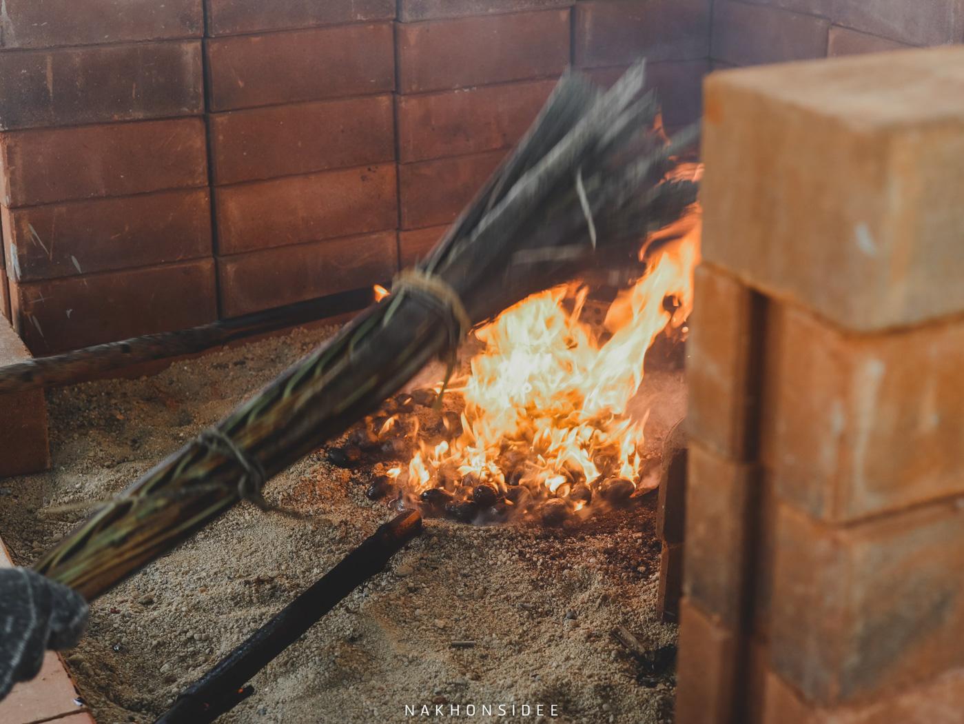 เมื่อถึงเวลา และอุณหภูมิที่เหมาะสม ก็ดับไฟครับ เพราะสุกแล้วว มะม่วงหิมพานต์,แม่เฒ่าเอียด,ใกล้วัดเจดีย์,นครศรี,ท่าศาลา,กลางป่า,กิจกรรม