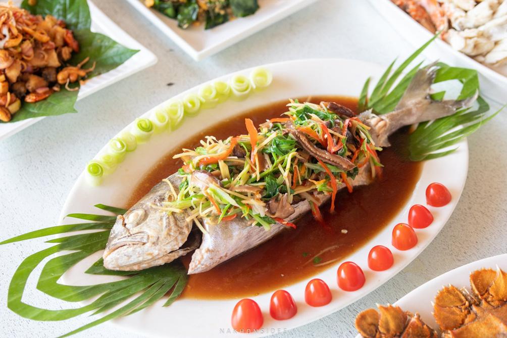อันนี้คือเมนูธรรมดาๆ แต่อร่อยยเพราะความสดของปลา ถือว่าเป็นเมนูธรรมดาแต่ว่าโดนน เนื้อนุ่มๆ พิมไปหิวไป แง้ อนาวิลล่า,ตังเก,รีสอร์ท,ที่พักกลางป่า,วิวหลักล้าน,ริมน้ำ,ครัวตังเก,ร้านอาหารทะเล