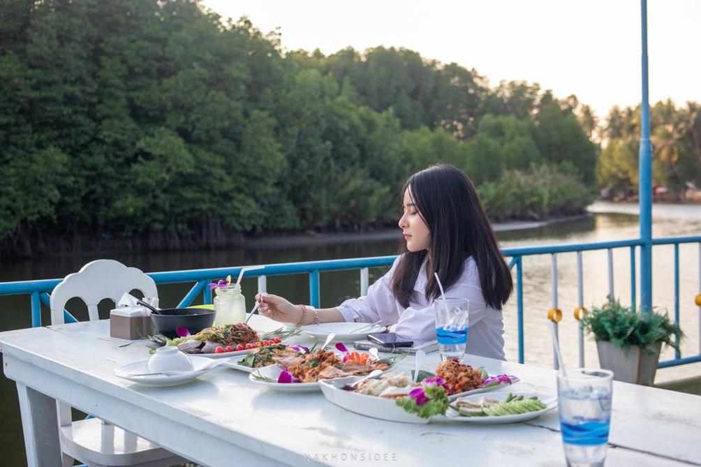 น้อนกำลังกิงง อนาวิลล่า,ตังเก,รีสอร์ท,ที่พักกลางป่า,วิวหลักล้าน,ริมน้ำ,ครัวตังเก,ร้านอาหารทะเล