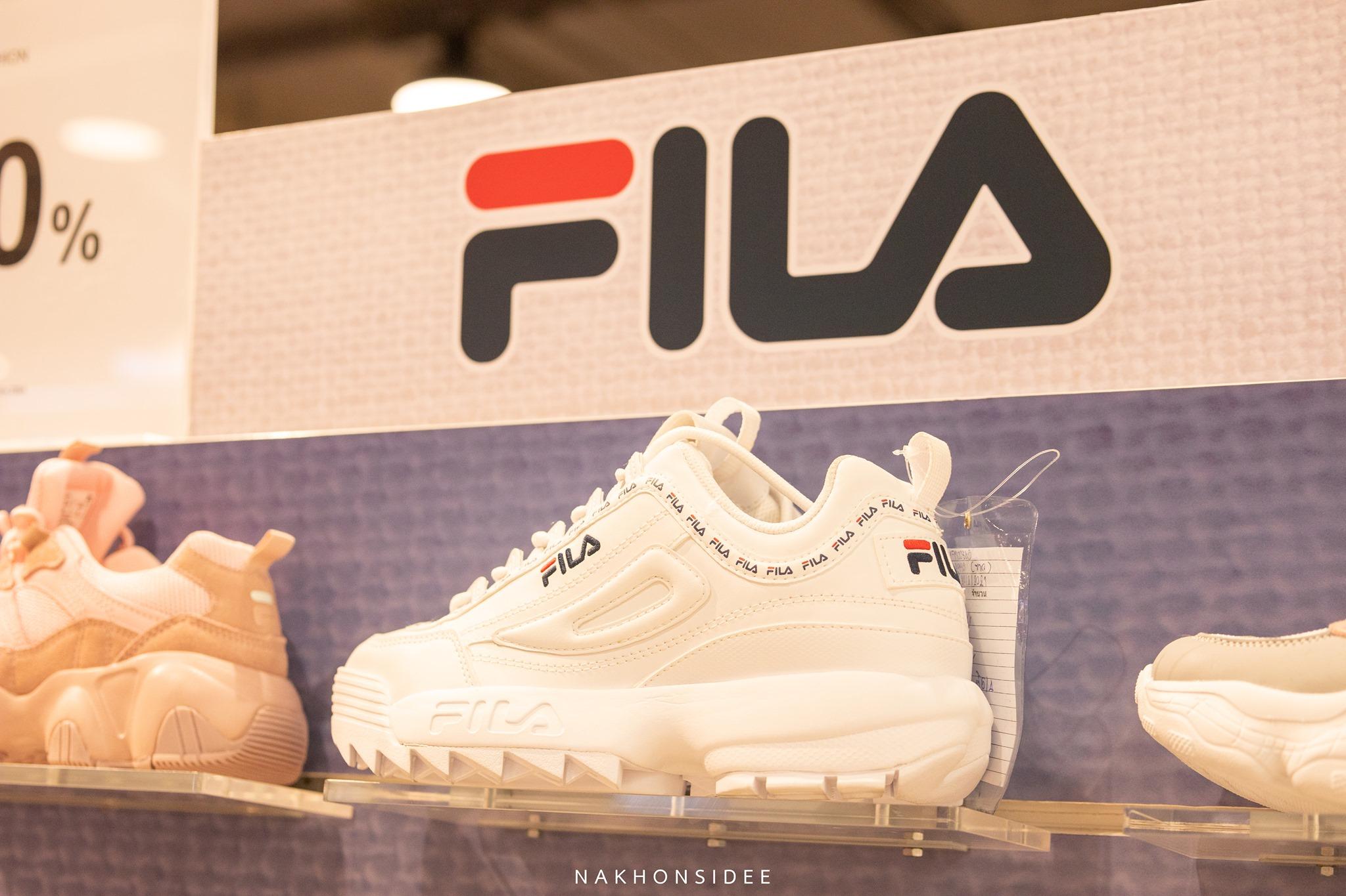 FILA รองเท้าสุดสวยมินิมอล-สนีกเกอร์-Fila-อัปเปอร์ทำจากวัสดุสังเคราะห์บุนุ่มรอบข้อเท้าและลิ้นรองเท้าพื้นรองเท้าทำจาก-EVA-มีน้ำหนักเบาและรองรับแรงกระแทกอย่างนุ่มนวล พื้นรองเท้าด้านนอกเป็นยางที่ทนทาน  ราคาปกติ-2990-ลด-15--เหลือ-2542-บาทเท่านั้น โรบินสัน,นครศรีธรรมราช